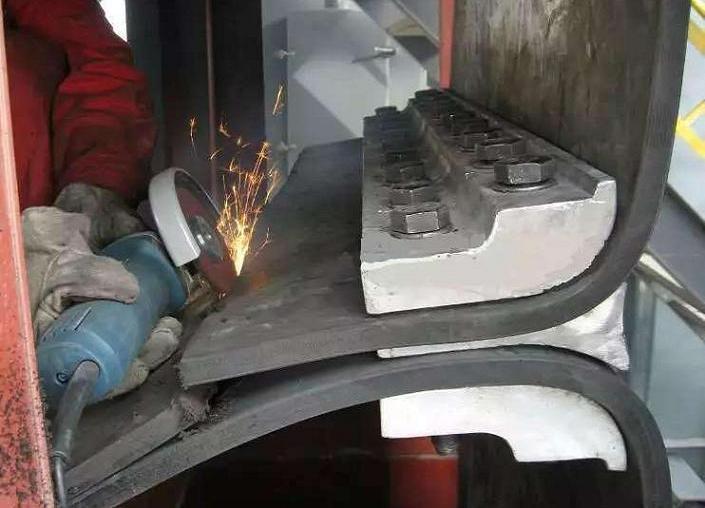 钢丝胶带斗式提升机胶带结构改进